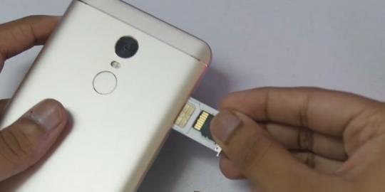 Cara Lepas dan Pasang Micro SD dengan Aman - Unbox id