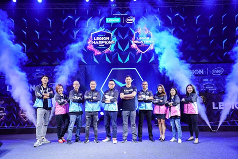 Lenovo dengan co-sponsor Intel, dan mitra Microsoft, di Legion of Champions pada acara pembukaan