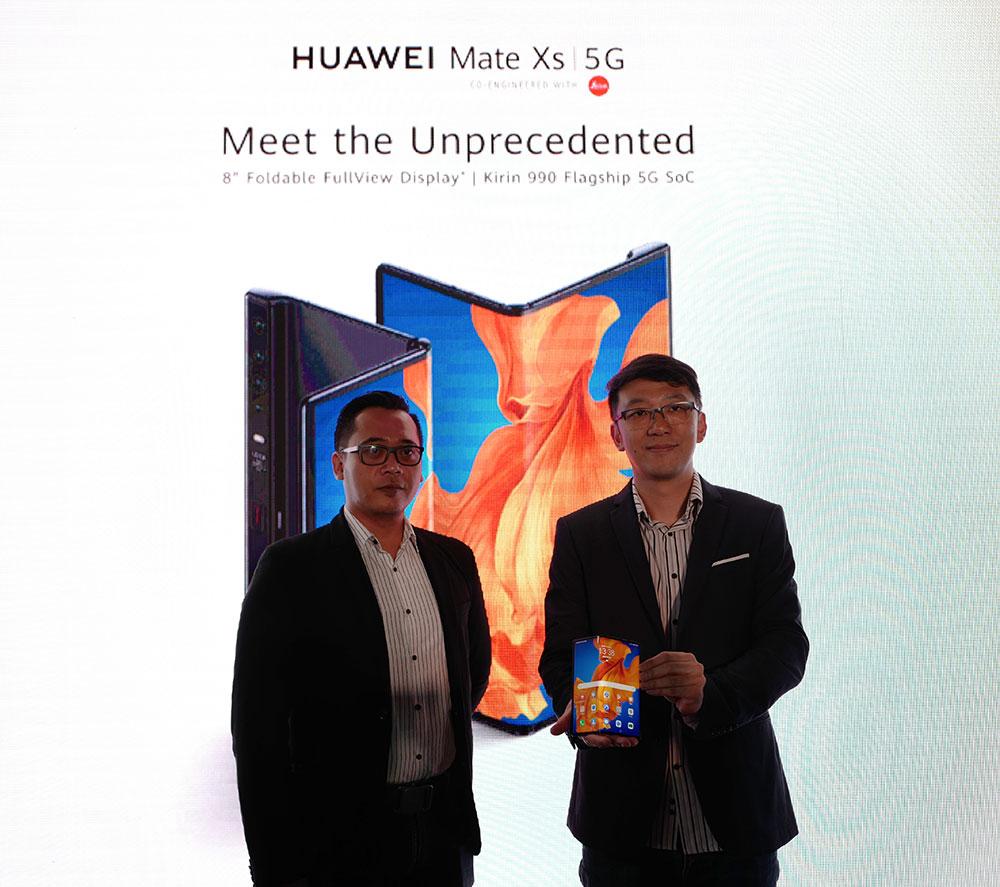 (Ki-ka): Edy Supartono (Training Director of HUAWEI Indonesia) dan Lo Khing Seng (Deputy Country Head of HUAWEI Indonesia  saat meluncurkan Huawei Mate X2 di Jakarta
