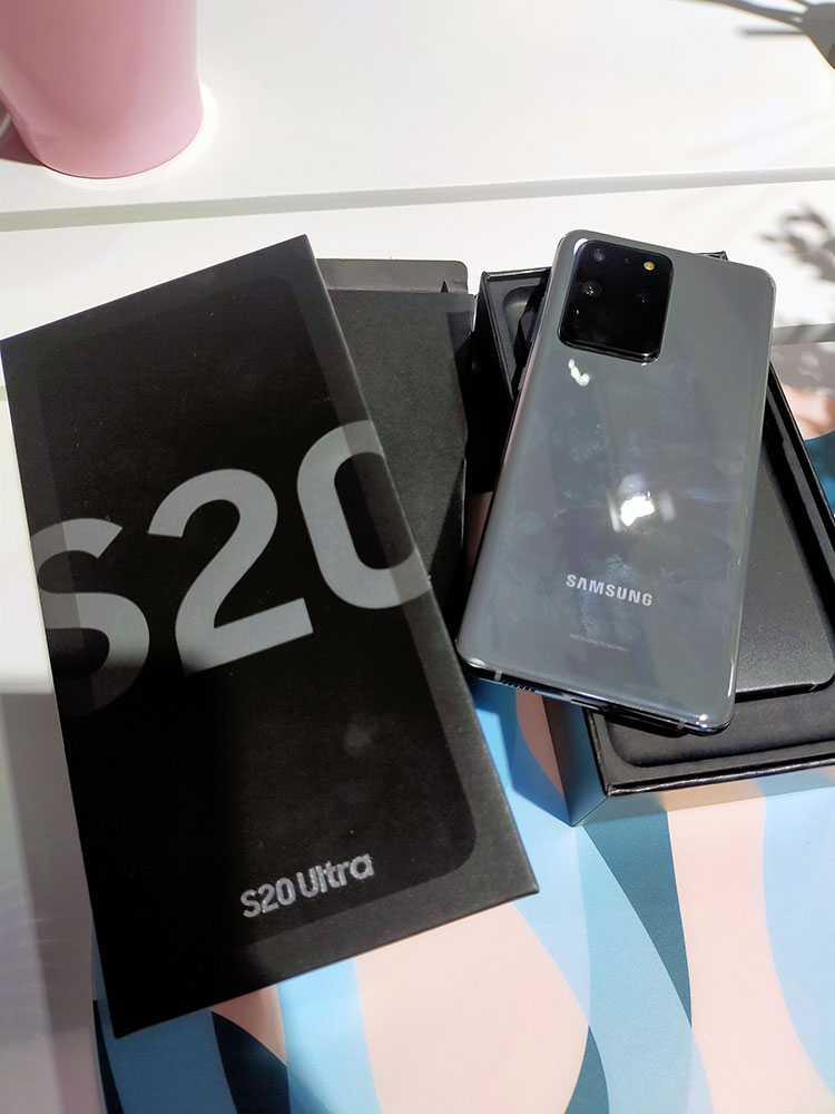 Galaxy S20 Ultra warna Cosmic Black